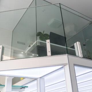 стеклянная перегородка из закаленного стекла
